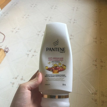 Photo of Pantene Pro-V Reinforcing Anti-Breakage Conditioner uploaded by Mélissa L.