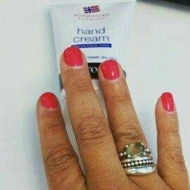 Neutrogena Norwegian Formula Hand Cream uploaded by traci m.