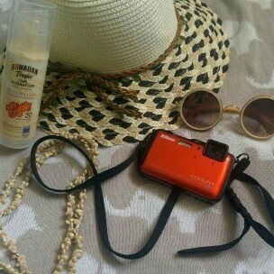 Hawaiian Tropic Silk Hydration Sunscreen Face Lotion with SPF 30 - 1. uploaded by donna s.