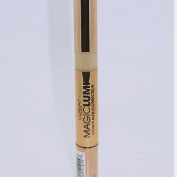 Photo of L'Oréal Paris MAGIC by Studio Secrets Magic Lumi Highlighting Concealer uploaded by Laura F.