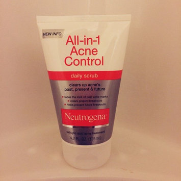 Neutrogena All-in-1 Acne Control Daily Scrub uploaded by Athena W.