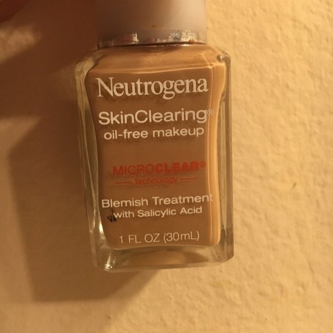 Neutrogena SkinClearing Oil-Free Makeup uploaded by Sophie S.