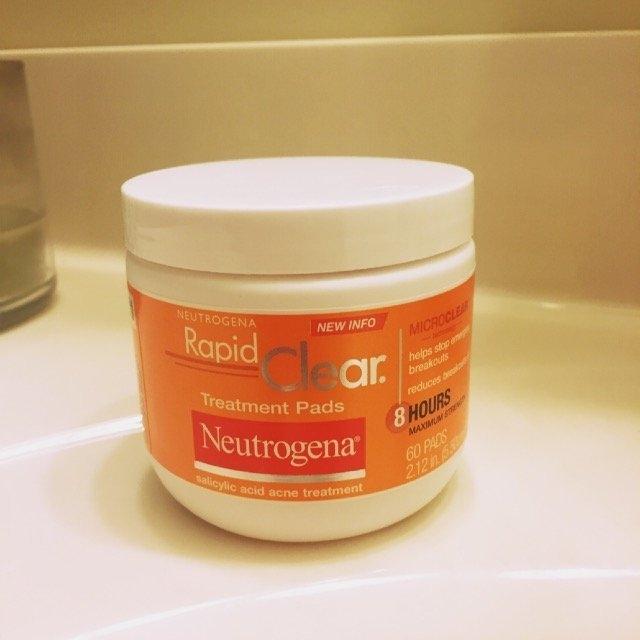 Neutrogena Rapid Clear Treatment Pads uploaded by Athena W.