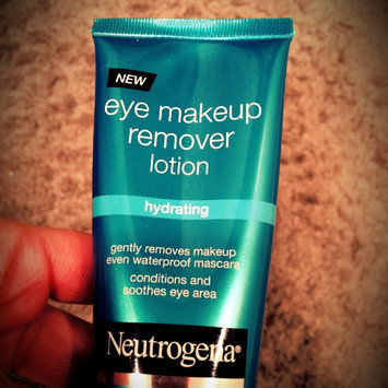 Neutrogena Hydrating Eye Makeup Remover Lotion uploaded by Camila w.