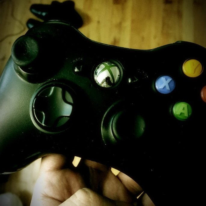 Microsoft Xbox 360 Wireless Controller - Gold Chrome (Xbox 360) uploaded by Matthew D.