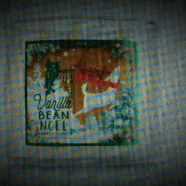 Bath & Body Works Bath and Body Vanilla Bean Noel 3 Wick Candle uploaded by Melissa M.