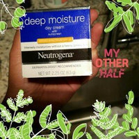 Neutrogena® Deep Moisture Day Cream with Sunscreen Broad Spectrum SPF 20 uploaded by yamilka a.
