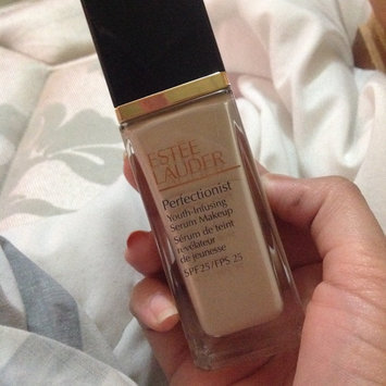 Photo of Estée Lauder Perfectionist Youth-Infusing Serum Makeup SPF 25 uploaded by Vanesa R.