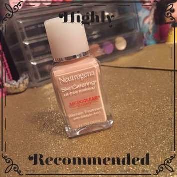 Neutrogena SkinClearing Oil-Free Makeup uploaded by Heather I.