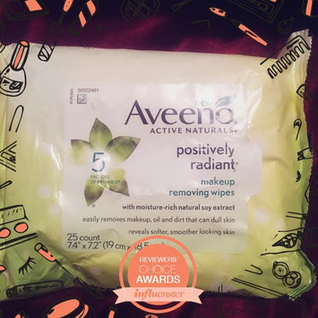 Photo of Aveeno® Active Naturals Positively Radiant Makeup Removing Wipes uploaded by Ashley H.