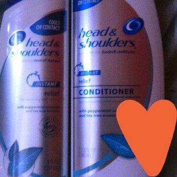 Photo of Relief Head & Shoulders Instant Relief Dandruff Shampoo with Tea Tree Essence uploaded by Rahye W.