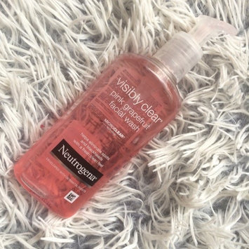 Neutrogena Oil-Free Pink Grapefruit Acne Wash Facial Cleanser uploaded by Nikola S.