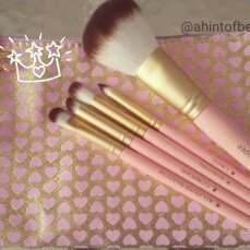 Too Faced Pro-Essential Teddy Bear Hair Brush Set uploaded by Lupe H.