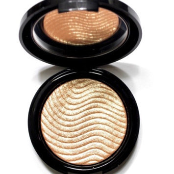 MAKE UP FOR EVER Pro Light Fusion Highlighter 2 Golden uploaded by Taylor S.
