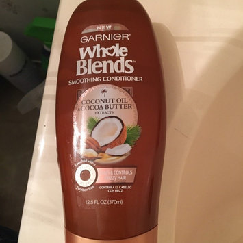 Photo of Garnier Whole Blends Coconut Oil & Cocoa Butter Extracts Smoothing Conditioner uploaded by Nayeli P.
