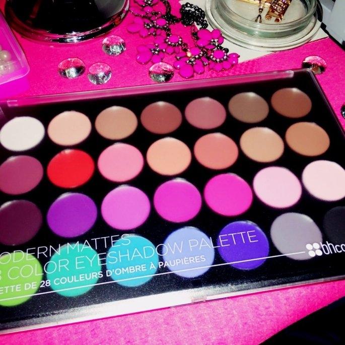 Modern Mattes - 28 Color Eyeshadow Palette uploaded by Karina R.