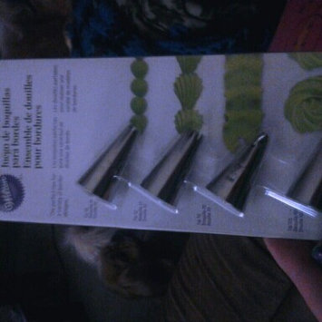 Photo of Wilton 4-Piece Borders Tip Set uploaded by Kelly G.