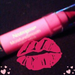 Neutrogena MoistureSmooth Color Stick uploaded by Christi G.
