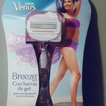 Gillette Venus Venus Breeze & Bonus SatinCare Dry Skin In-Shower Moisturizer uploaded by Jennifer Andrea L.