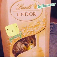 Lindt Lindor White Chocolate Truffles uploaded by Arianna A.