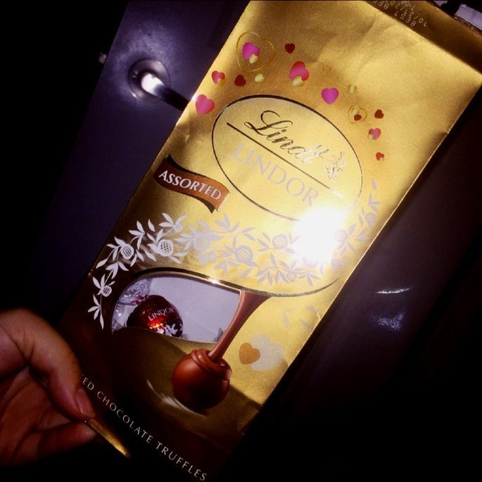 Lindt Lindor Truffles Ultimate Assortment uploaded by Madee B.