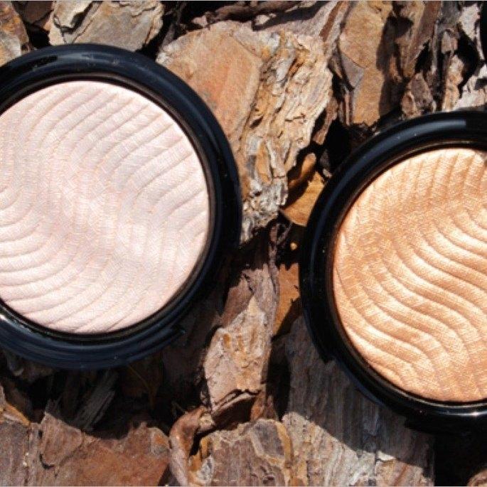 MAKE UP FOR EVER Pro Light Fusion Highlighter 2 Golden uploaded by Jasmine M.