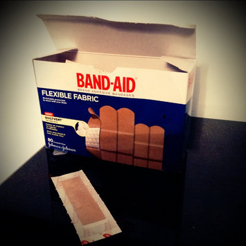 Photo of Band-Aid Flexible Fabric Bandages uploaded by Lilianne T.