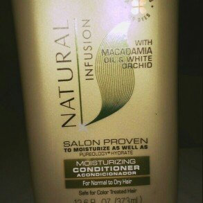 Photo of Suave Natural Infusion Macadamia Moisturizing Conditioner uploaded by Qurita W.