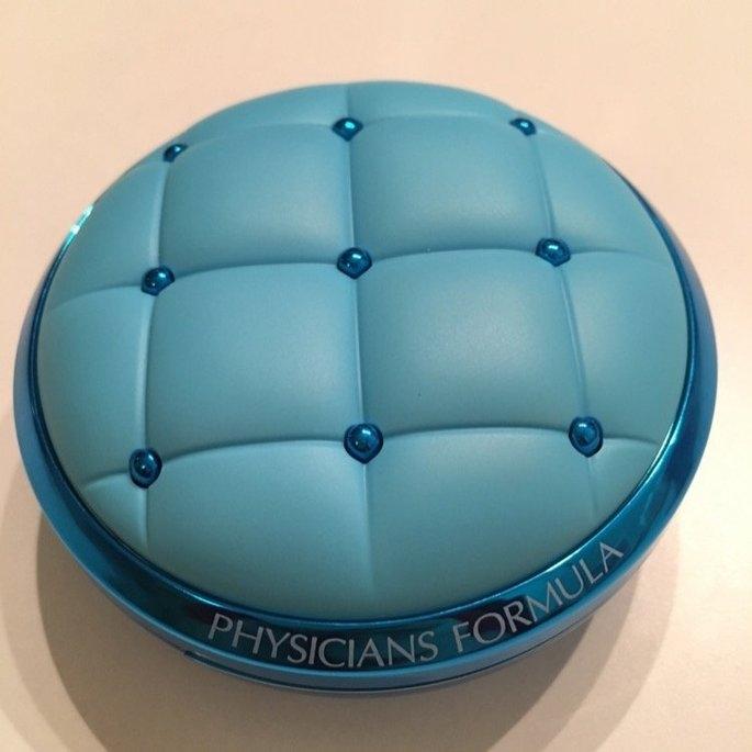 Physicians Formula® Mineral Wear® Talc-Free All-in-1 Cushion Foundation Light/Medium 6657 0.47 fl. oz. Box uploaded by Monica G.