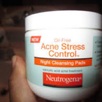 Neutrogena® Oil-free Acne Stress Control® Night Cleansing Pads uploaded by Kathy G.