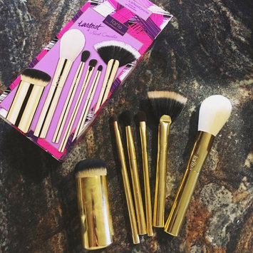 Photo of tarte 6-Pc. Brush Set by Nicol Concilio uploaded by Maggie C.