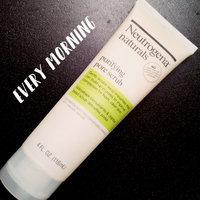 Neutrogena Naturals Purifying Pore Scrub uploaded by Allie E.
