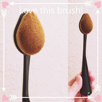CAILYN O Wow Make Up Brush uploaded by Donna M.