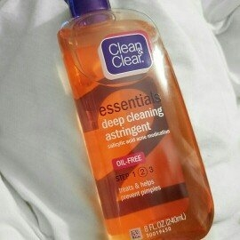 Clean & Clear Essentials Deep Cleaning Astringent uploaded by sophia C.