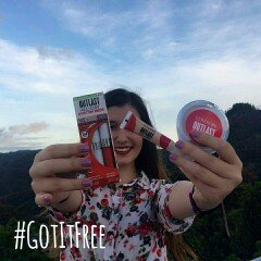 Photo of COVERGIRL Outlast All-Day Custom Reds Lipcolor uploaded by Gabriela A.