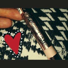Photo of L'Oréal Paris MAGIC by Studio Secrets Magic Lumi Highlighting Concealer uploaded by Shawna S.