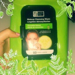 Photo of Global Beauty Care Retinol Makeup Cleaning Wipes uploaded by Nathalia D.