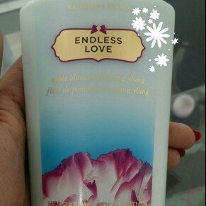 Photo of Victoria's Secret Seductive Amber Hydrating Body Lotion uploaded by Flor P.