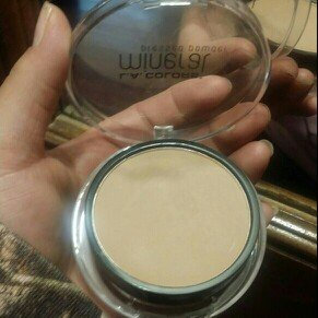 Photo of L.A. Colors Mineral Pressed Powder uploaded by Yessi T.