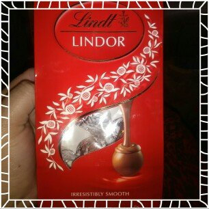 Lindt Lindor Milk Chocolate Truffles uploaded by Olivia M.