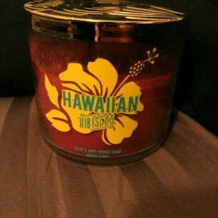 Photo of Bath & Body Works Scented 3 Wick Candle 14.5 Oz Hawaiian Hibiscus uploaded by Kirsten B.