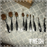 Makeup Revolution Precision Pro Large Oval Face Brush uploaded by Amber C.