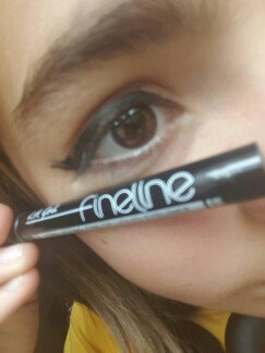 Photo of La Girl L.A. Girl Fineline Long Lasting Fine Tip Liquid Eye Liner uploaded by adara  k.