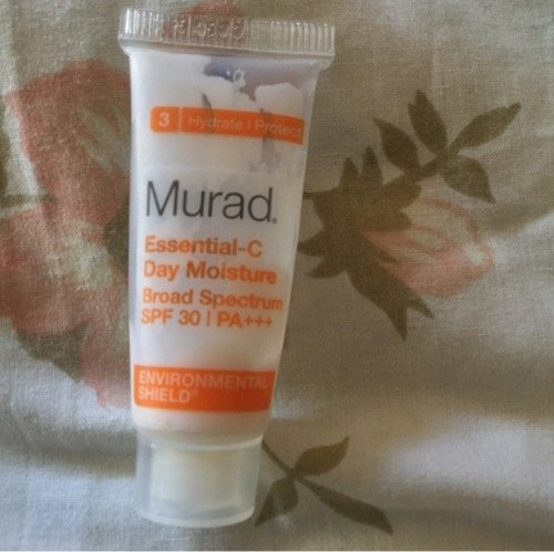 Murad Environmental Shield Essential-C Day Moisture uploaded by Flora R.