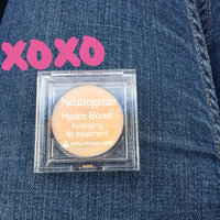 Neutrogena Hydrating Lip Treatment uploaded by Martha V.