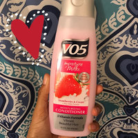 Alberto VO5® Moisture Milks Moisturizing Conditioner Strawberries and Cream uploaded by Veronica