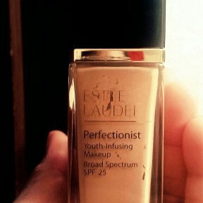 Photo of Estée Lauder Perfectionist Youth-Infusing Serum Makeup SPF 25 uploaded by karla B.
