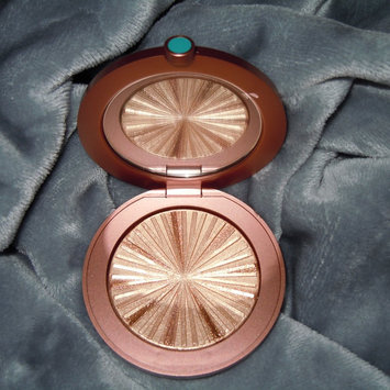 Photo of Estée Lauder Bronze Goddess Illuminating Powder Gelée uploaded by Paasha S.