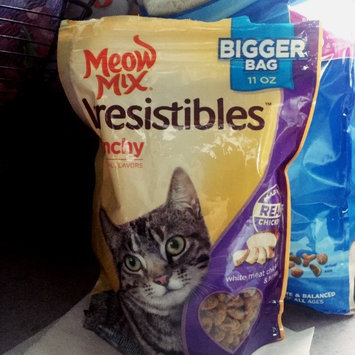 Photo of Meow Mix Irresistibles Crunchy White Meat Chicken and Turkey Cat uploaded by Ana J.