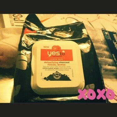 Yes to Tomatoes Clear Skin Detoxifying Charcoal Facial Wipes uploaded by Hannah